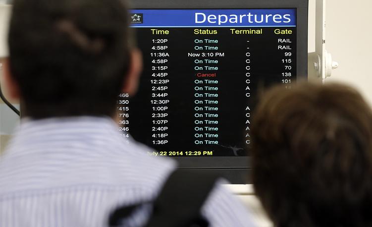 Табло с вылетами в международном аэропорту Ньюарка