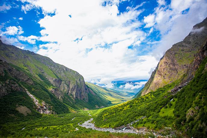 Местность неподалеку от Мамисонского ущелья в Алагирском и Ирафском районах Республики Северная Осетия — Алания, где запланировано строительство курорта «Мамисон».