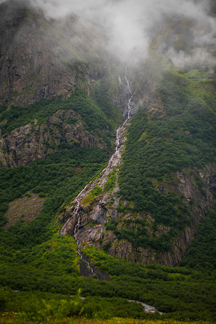 Мидаграбинские водопады производят впечатление потоков, льющихся прямо с неба.