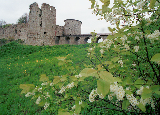 Старинная крепость в Копорье, основанная в 1241 году