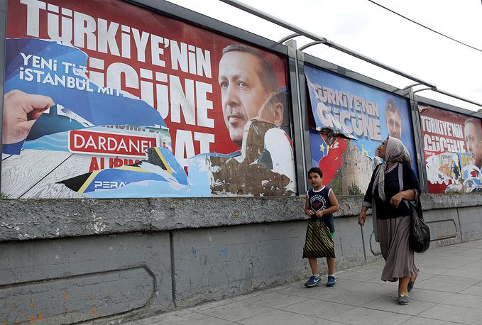 10 августа в Турции проходят президентские выборы. Впервые за всю историю страны они проводятся путем прямого голосования, в соответствии с поправкой к конституции, принятой в 2007 году. Фаворитом президентской кампании считается премьер-министр страны Реджеп Тайип Эрдоган