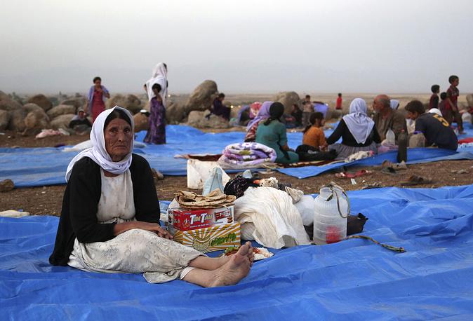 Более 300 женщин, представительниц этого религиозного меньшинства, были взяты в плен. На фото: иракские езиды в лагере беженцев на территории Сирии