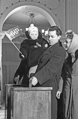 Выборы в Верховный Совет СССР на избирательном участке № 7 Калининского избирательного округа, Москва, 1962 год