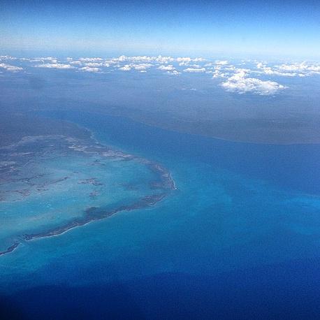 """Дмитрий Медведев нередко выкладывает фото с борта самолета. """"Остров Свободы. Начинается визит на Кубу"""" - снимок от 22 февраля 2013 года понравился 11 тыс. подписчиков"""