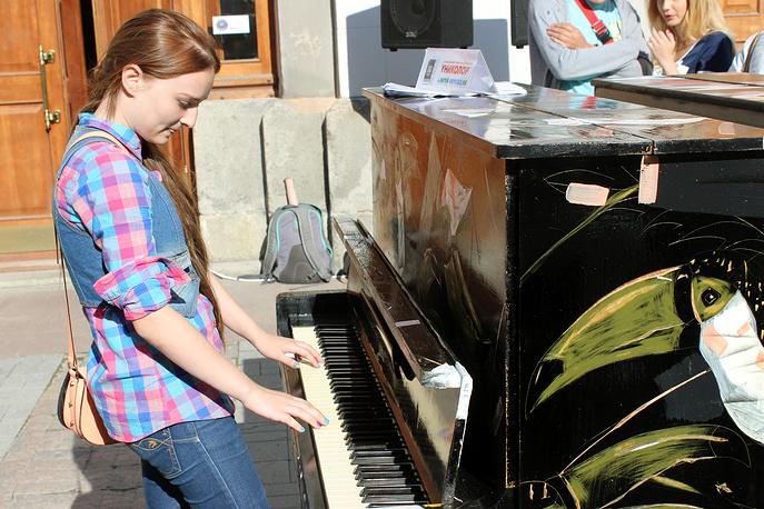 На этих фортепиано в течение недели сможет сыграть любой прохожий