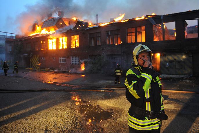 """12 августа произошел пожар на заводе """"Серп и Молот"""". Площадь возгорания составила 2,5 тыс. кв. м"""