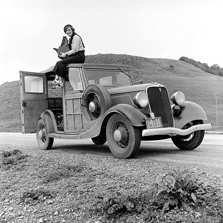 Дороти Ланж - одна из самых известных женщин-фотожурналистов США. Она работала в Перл-Харборе после нападения Японии в 1941 году. В 1952 году стала одним из основателей фотожурнала Aperture