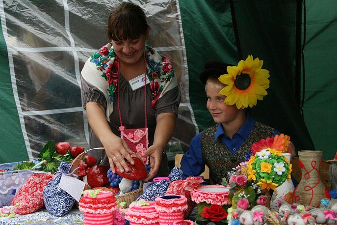 Воспитанники детского дома из Кочнево умеют делать фрукты и грибы, которые с первого взгляда трудно отличить от настоящих