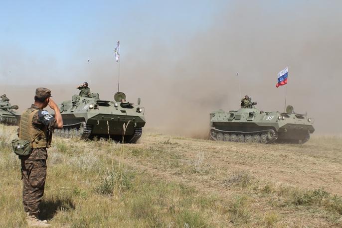 С российской стороны в совместных маневрах приняли участие более 20 единиц БМП-2, 7 единиц Т-72