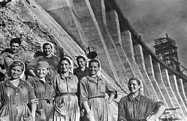 Молодые строители Днепрогэса, 1947 год