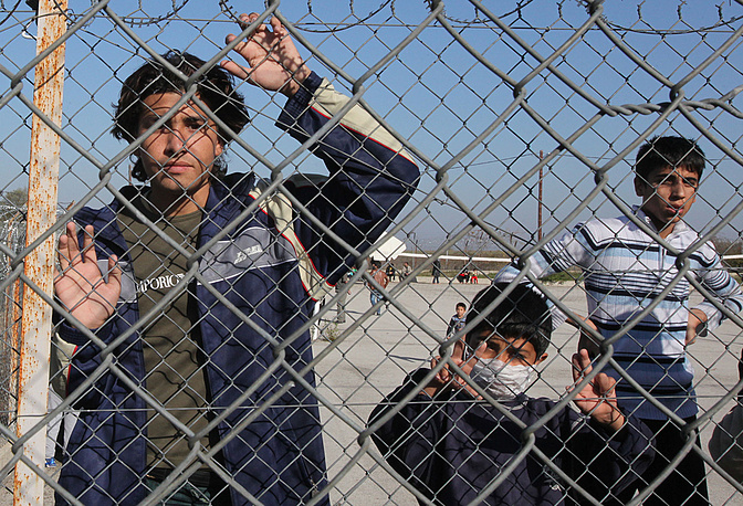 В декабре 2012 года Греция завершила строительство защитной стены на границе с Турцией. Длина сооружения, возведенного для борьбы с нелегальной иммиграцией - почти 11 км, стоимость - €3,16 млн