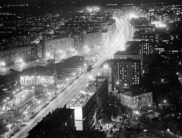Кутузовский проспект вечером, 1959 год