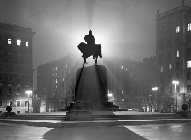 Советская площадь ночью, 1954 год