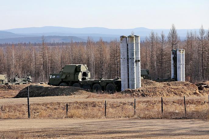 Пусковые установки С-300ПС  во время учений на полигоне Телемба в Бурятии