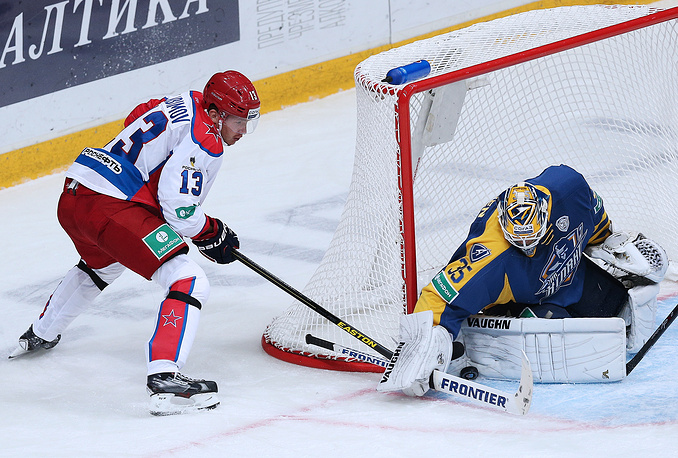 Роман Любимов в атаке на ворота подмосковной команды