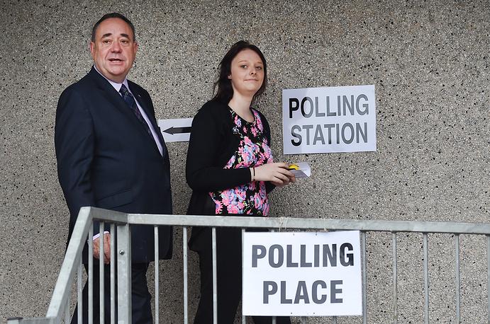 Лидер Шотландской национальной партии (ШНП) Алекс Салмонд во время голосования