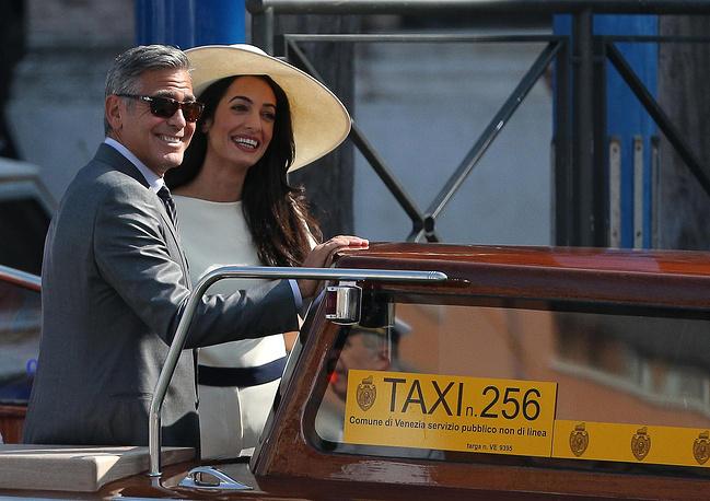 29 сентября Джордж Клуни и Амаль Аламуддин официально зарегистрировали свой брак в мэрии Венеции