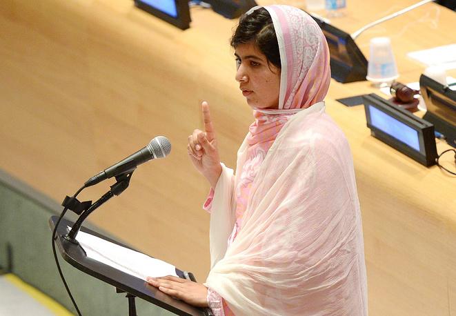 Лауреатами Нобелевской премии мира за 2014 год стали пакистанская правозащитница Малала Юсафзай (на фото) и борец за права детей из Индии Кайлаш Сатьяртхи, 10 октября