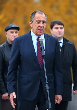 Министр иностранных дел РФ Сергей Лавров выступает на церемонии открытия памятника канцлеру Александру Горчакову