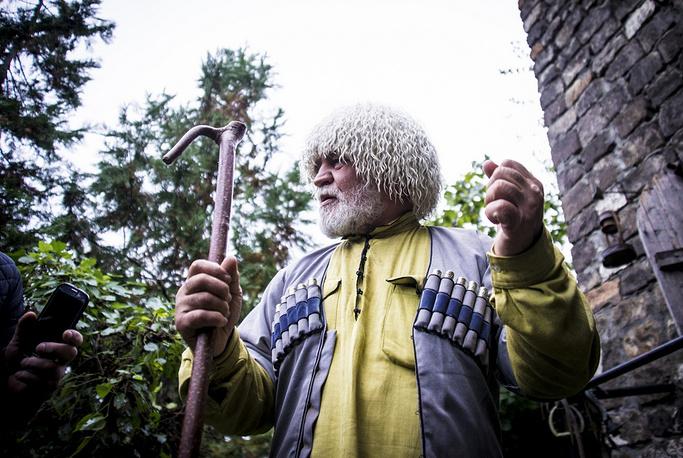 Адам Сатуев — человек, который создал этнографический музей под открытым небом «Донди Юрт», посвященный чеченскому историческому наследию.