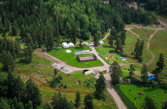Палаточный лагерь Архыз Park, расположенный на высоте 1750 метров.