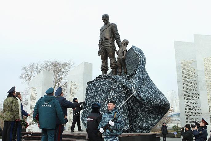 Открытие памятника солдатам правопорядка в Челябинске