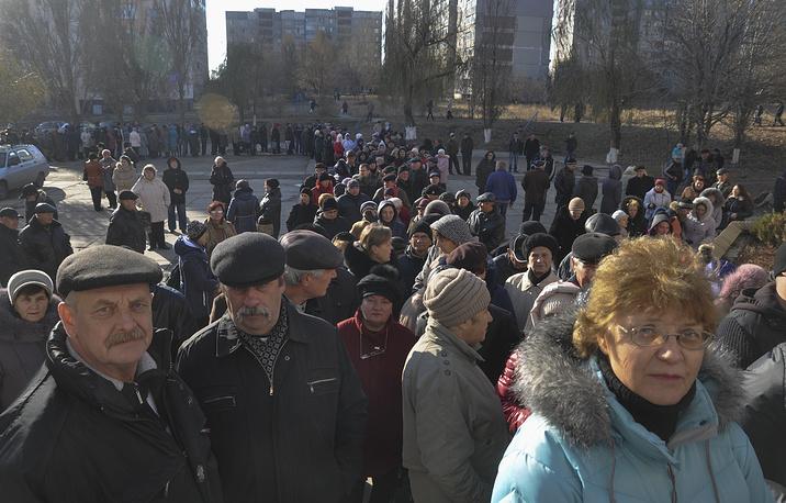 В Луганске из-за высокой явки избирателей ЦИК принял решение продлить голосование до 22.00, а в некоторых районах до 23.00 мск