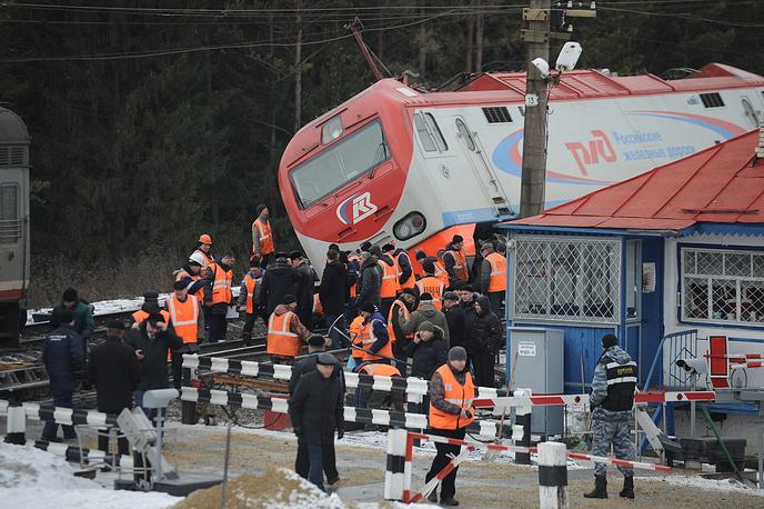 """На месте столкновения скорого поезда N99 сообщением """"Владивосток - Москва"""" с локомотивом на станции Сабик"""