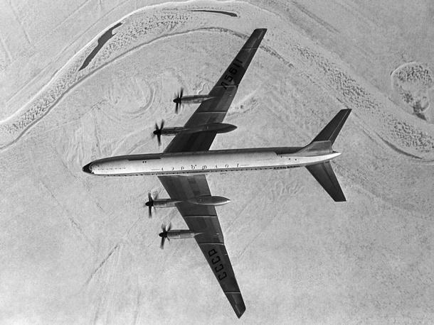 Самолет Ту-114 в полете. 1958 год