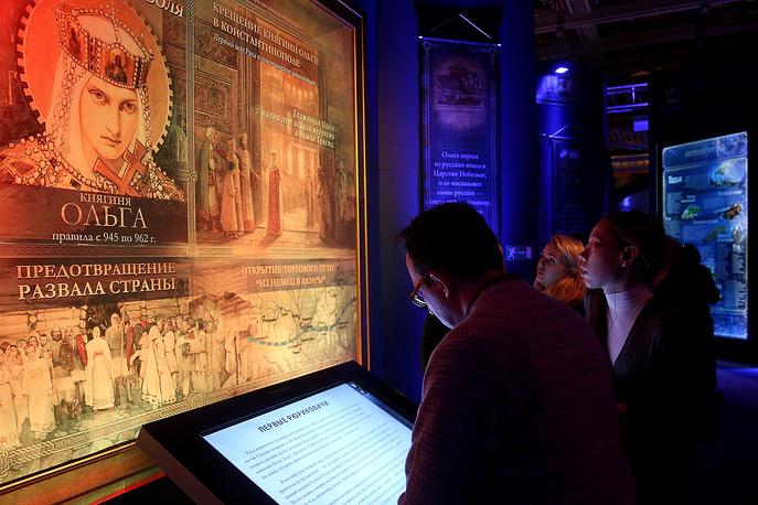 """Страницы """"Повести временных лет"""", древние торговые пути и легендарные сражения оживают перед посетителями с помощью современных мультимедийных технологий"""