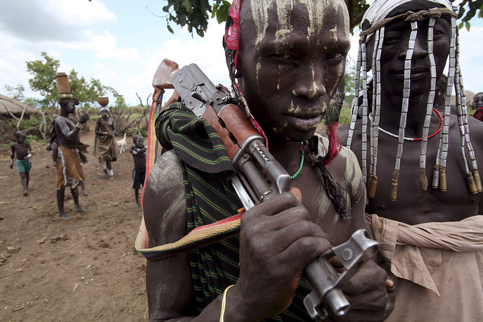 Эфиопия. Деревня племени мурси у границы с Южным Суданом