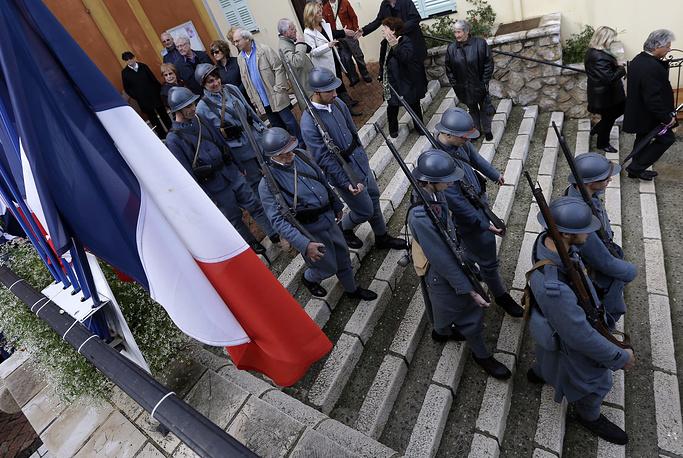 Подготовка к параду в годовщину подписания перемирия. Ницца, 11 ноября 2014 года