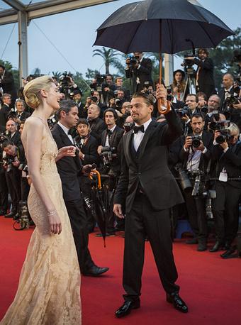 """Элизабет Дебики и Леонардо Ди Каприо перед премьерой фильма """"Великий Гэтсби"""" на Каннском кинофестивале, 2013 год"""