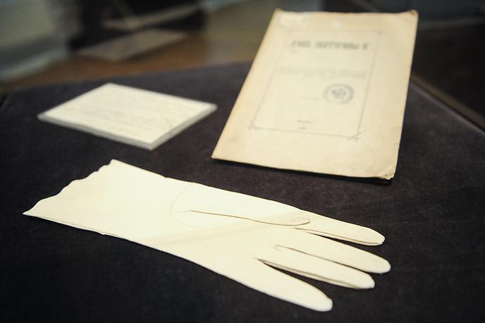 Перчатка Екатерины II. Западная Европа. Лайка промышленной выделки, ручное шитье. 1767 год