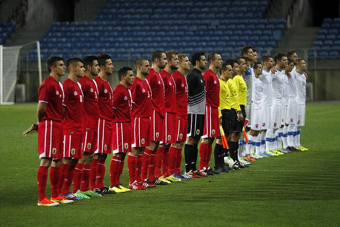 Новичок европейского чемпионата - сборная Гибралтара (игроки в красном) - потерпела на старте три поражения с разницей мячей 0-17