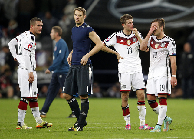 Немецкие футболисты, которые летом стали чемпионами мира, набрала всего 4 очка в первых трех турах отбора Евро-2016 и занимают третье место в группе после команд Польши и Ирландии