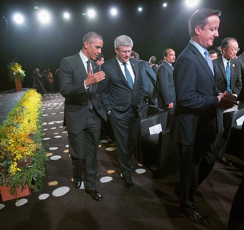 Президент США Барак Обама, премьер-министр Канады Стивен Харпер, премьер-министр Великобритании Дэвид Кэмерон после просмотра выступления танцоров коренных народов Австралии