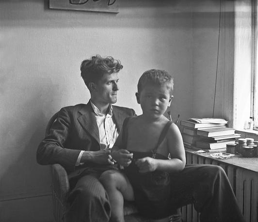 Роберт Де Ниро-старший родился 17 января 1922 года в штате Нью-Йорк. На фото: Роберт Де Ниро-старший с сыном