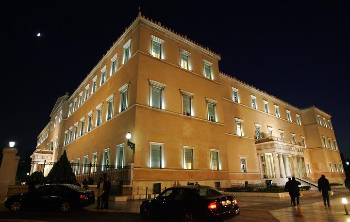 """Здание греческого парламента в центре Афин. Дословно название греческого парламента переводится как """"совет эллинов"""""""