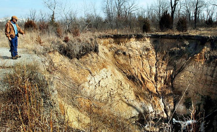 Провал шахты в окрестностях города Карден, штат Оклахома, США. 2006 год
