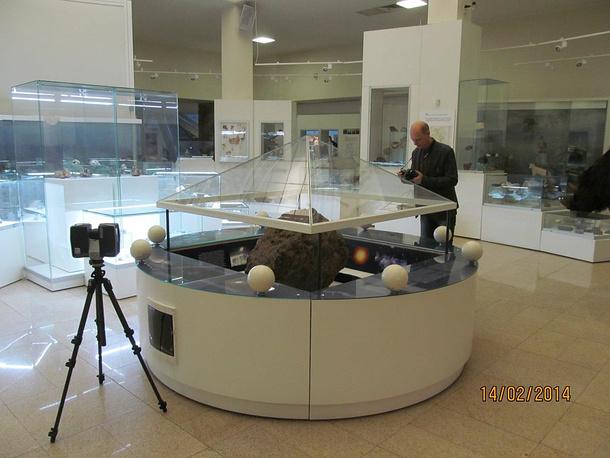 Челябинский метеорит в музее