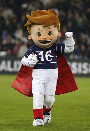 19 ноября был представлен официальный талисман чемпионата Европы по футболу 2016 года во Франции