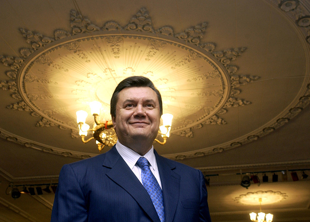 Виктор Янукович заручился поддержкой 39,26% избирателей. На фото: Виктор Янукович после голосования, 31 октября 2004 года