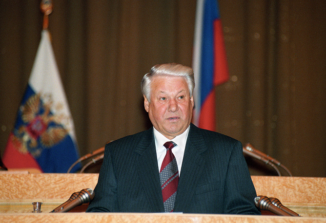 """Впервые с посланием парламенту выступил Борис Ельцин в феврале 1994 года. Обращение первого президента было посвящено укреплению государства. Год спустя Ельцин выступил с посланием, которое было озаглавлено """"О действенности государственной власти"""". На фото: Борис Ельцин, 16 февраля 1995 года"""