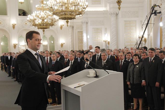 22 декабря 2011 года Медведев в своем последнем послании предложил вернуться к прямым выборам губернаторов, упростить регистрацию партий, освободить их от сбора подписей избирателей на всех выборах, за исключением президентских