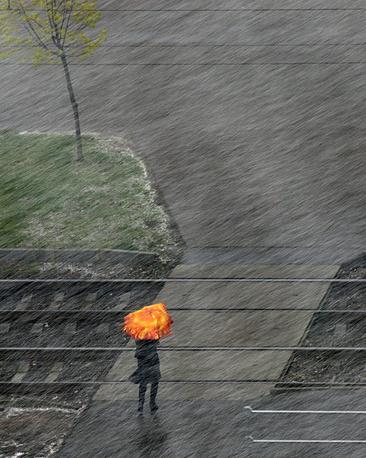 7 мая. Снегопад в Москве. В Гидрометцентре отметили, что мокрый снег в начале мая не является для московского региона аномальным. Последний раз подобное явление можно было наблюдать шесть лет назад, в мае 2008 года