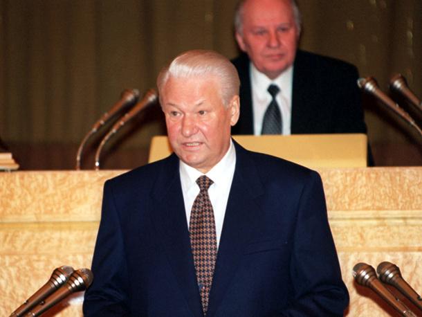 """""""В 1997 год Россия вошла с тяжелым грузом проблем. Более половины граждан страны страдают от задержек выплаты зарплат и пенсий, удавка неплатежей парализует экономику, государственный аппарат разъедает коррупция, власть слабо обеспечивает выполнение законов и указов"""" - так начал Ельцин свое послание в феврале 1997 года. Для решения существующих проблем президент призвал навести правовой порядок, который является залогом порядка в стране"""