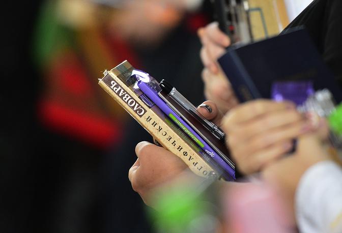 Во время экзамена ученики могли пользоваться орфографическим словарем. На фото: ученики гимназии во Владивостоке