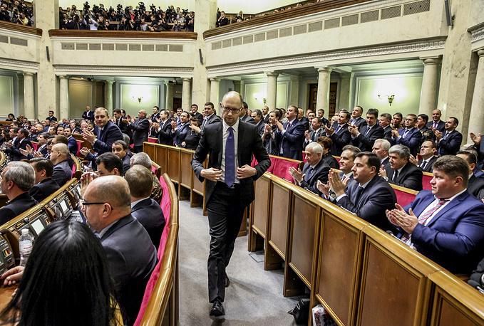 Премьер-министр Украины Арсений Яценюк на заседании Верховной рады нового созыва
