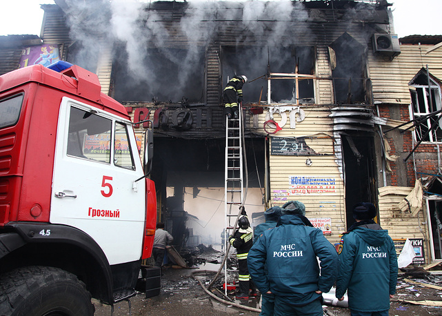 Тушение пожара в торговом павильоне у Дома печати